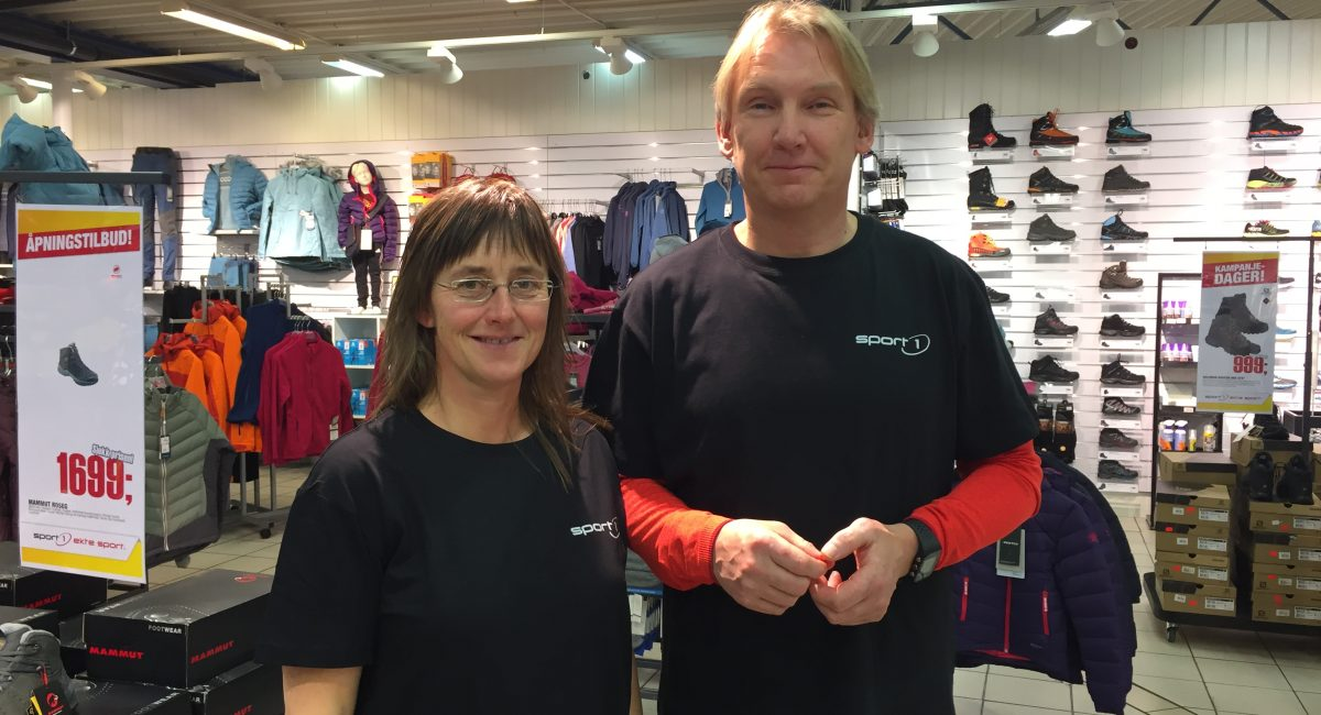 GLADE: (f.v.) Arbeidsleder Trine Wahlmann og butikksjef Ivar Henning Jensen i Nordtro Sport1.